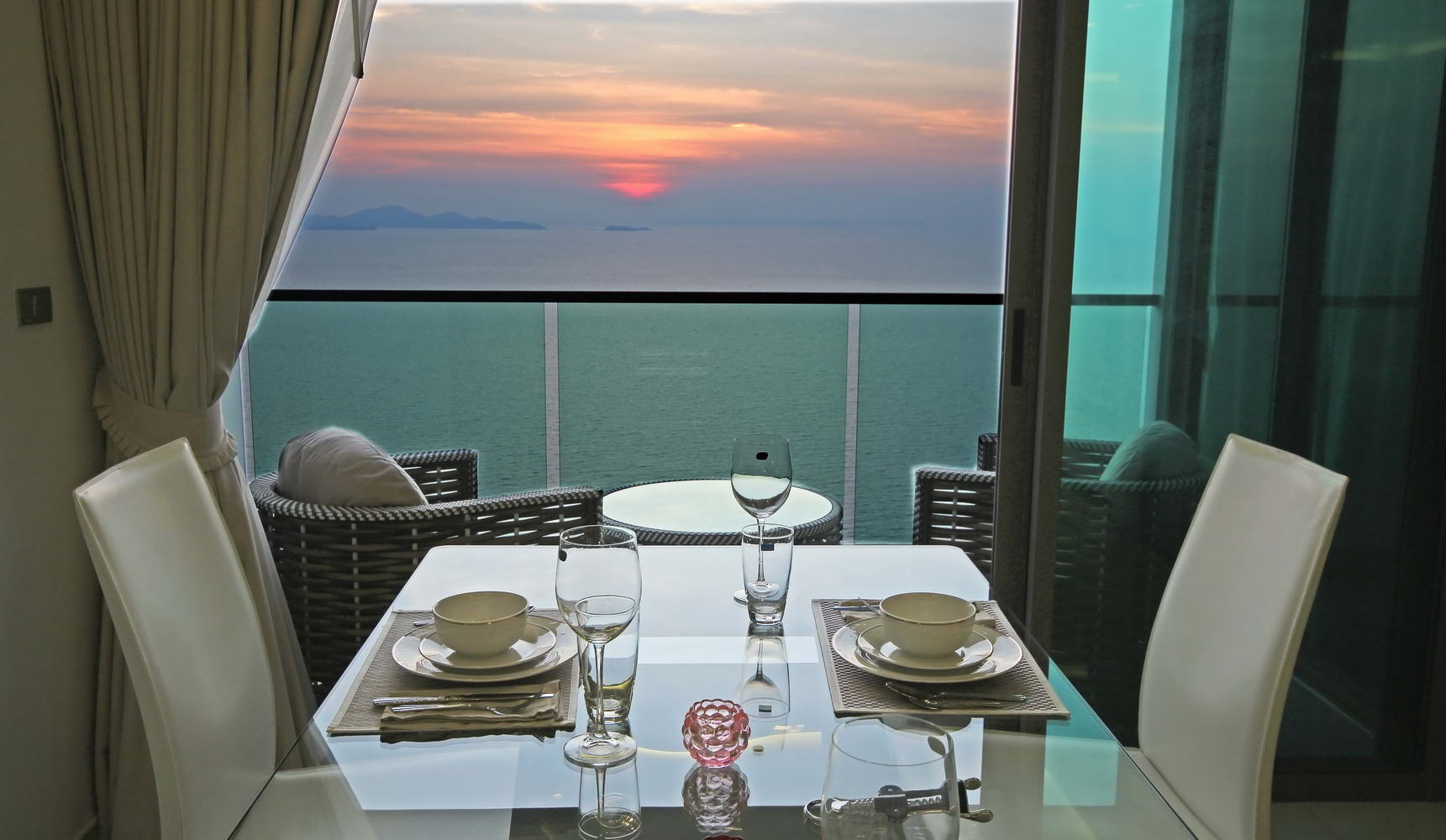 Wongamat Tower Front Corner Unit with excellent sea view