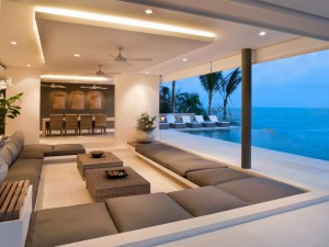 Villa with covered patio and unrestricted sea view in Pattaya Beach