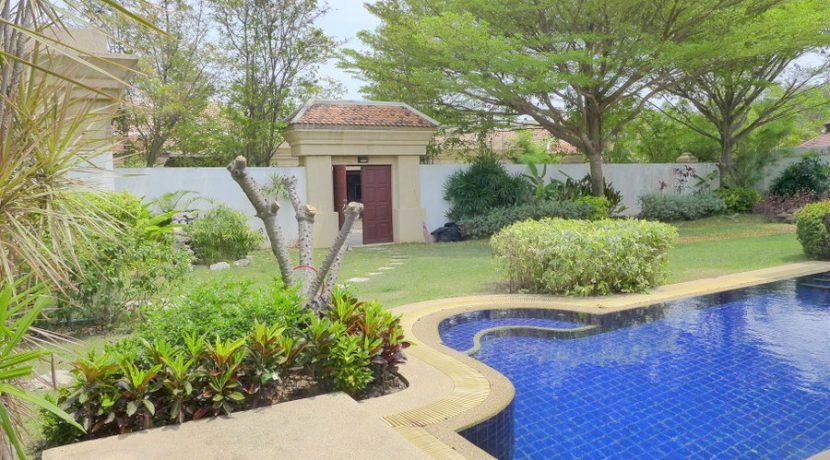 Jomtien-Park-Villas: luxury 3 plus bedroom pool-villa in central