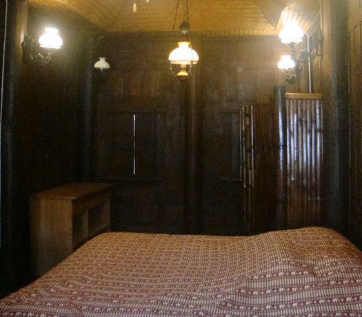 another_bedroom_at_this_classical_teakwood_house_in_pattaya_centre_1