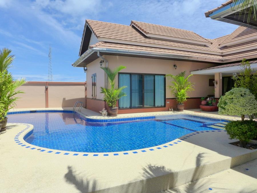 Bangsarae: 3 bedroom 2 bathroom pool villa in a secure village