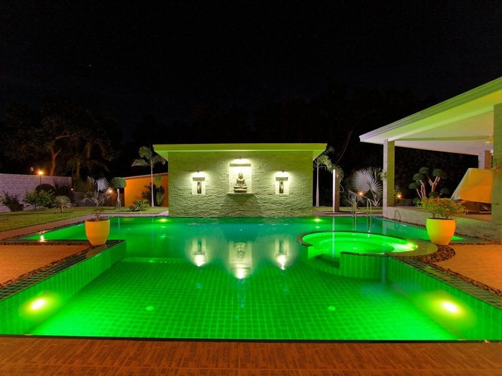 Modern 5 bedroom Swiss crafted estate on 1.600 square meters, Na-Jomtien
