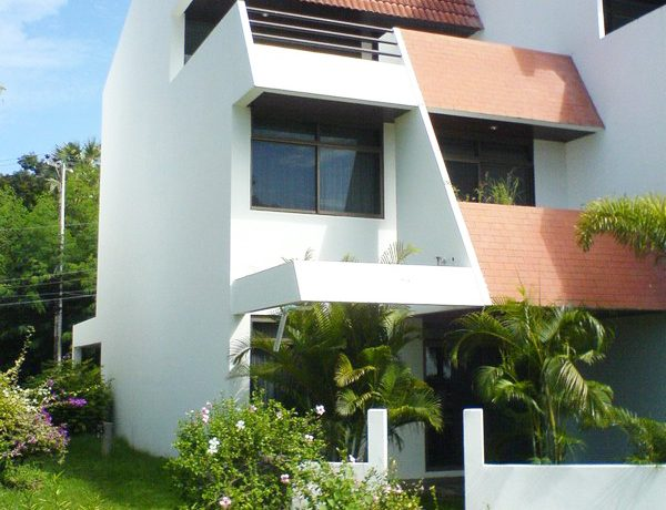 front_view_of_this_semi-detached_jomtien_beach_house_1