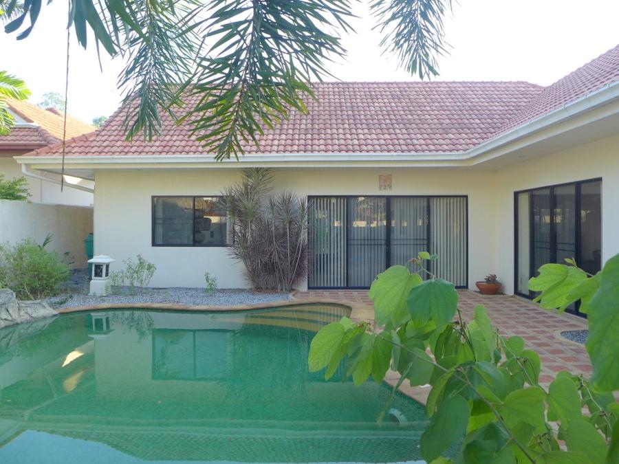 Modern 2 bedroom pool-villa in gated community near Mabprachan lake