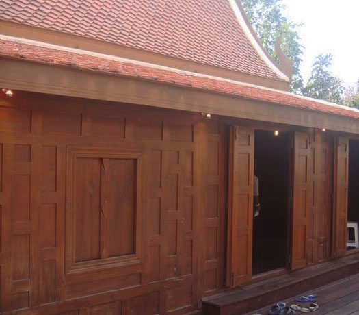 noble_ancient_living_at_this_classical_teakwood_house_in_pattaya_centre_1
