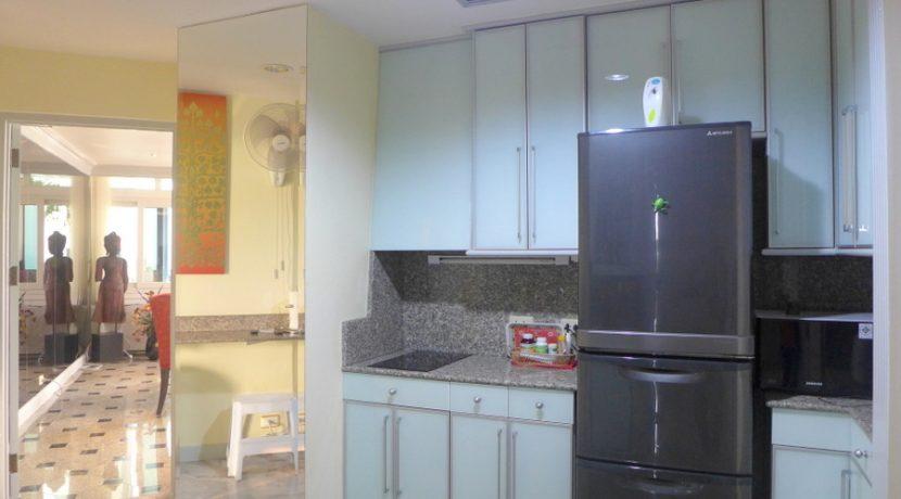 685 m2 living