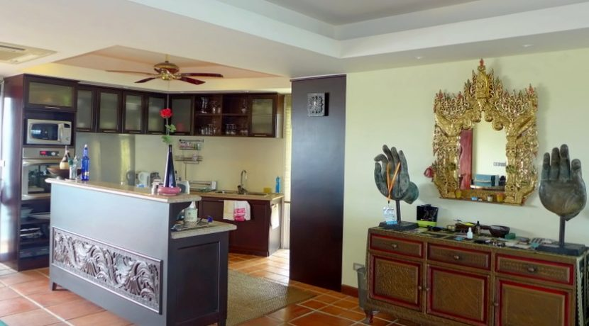 Duplex seaview 1-bedroom Penthouse at top located Chateau Dale