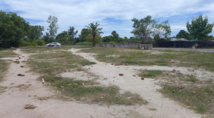elevated plot of over 15.000 square meters. There is paved road access and the plot is located in idyllic nature