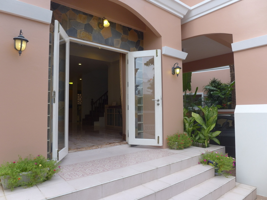 3 bedroom low maintenance house at central location in noble estate