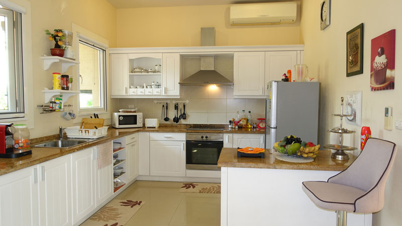 Air_conditioned_kitchen_with_breakfast_bar