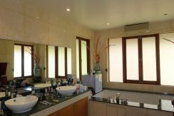 another_noble_bathroom_1