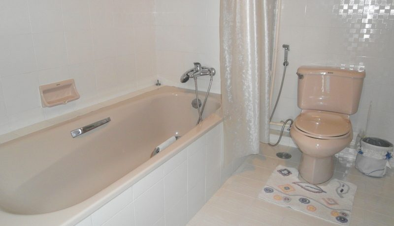 bathroom_of_this_top_located__large_1_bedroom_sea_view_condo_1