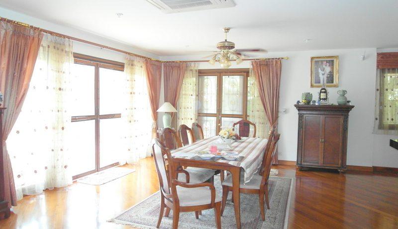 dining_area_at_this_5-bedroom_phoenix_golf_pool_villa__huai_yai_1