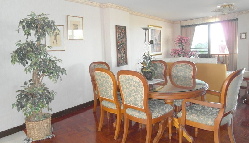 dining_area_of_this_top_located__large_1_bedroom_sea_view_condo_1