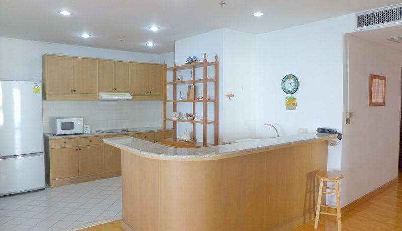 3 bedroom 3 bathroom condominium. Just a stone throw to the nicest beach in greater Patta :...
