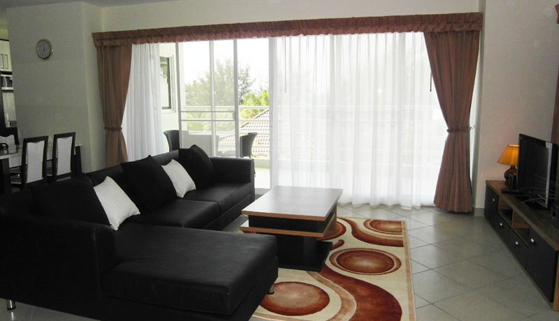 larger_living_area_of_this__viewtalay_7_front_corner_unit__jomtien-beach_1
