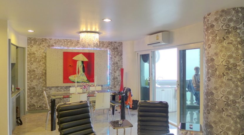 lounge-area_of_a_separate_suite_1