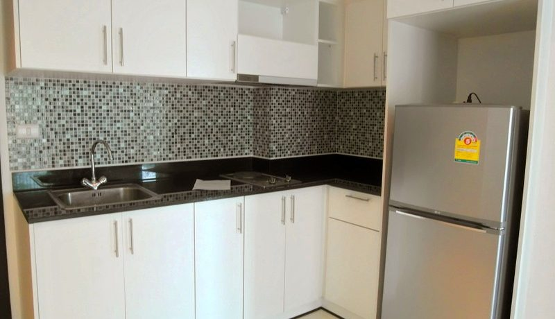 Get yourself a modern downtown condo in the heart of your preferred city. Safe and with lots of facilities and at best inner city location. The generous studio room offers a main living-area with sofa