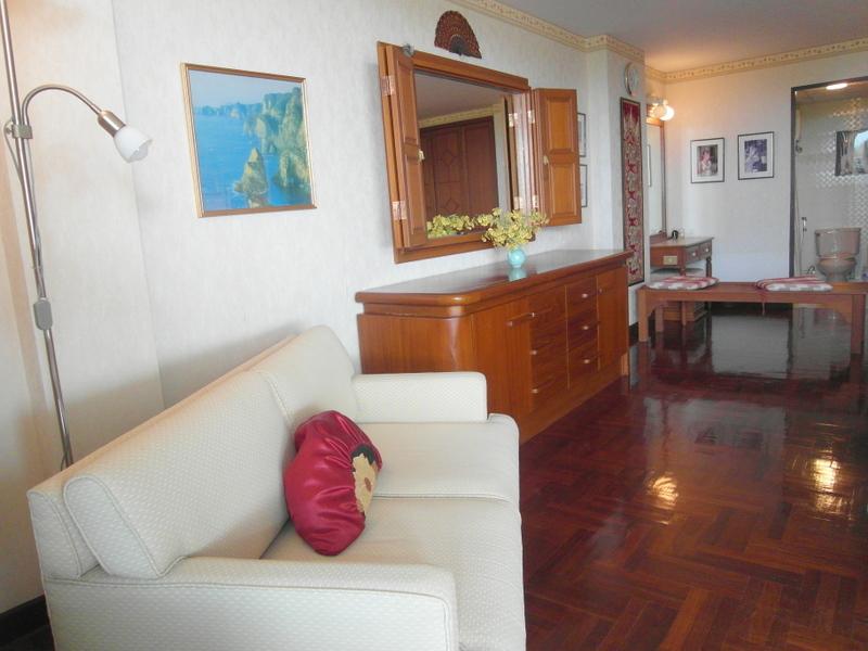 Jomtien Grand Condotel 1 bedroom condo on 124 sqm right on the beach