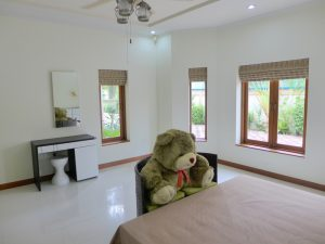 all of them with en-suite bathrooms. Bed- :...