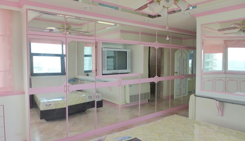 This spacious 2 bedroom condo is a symphony in pink