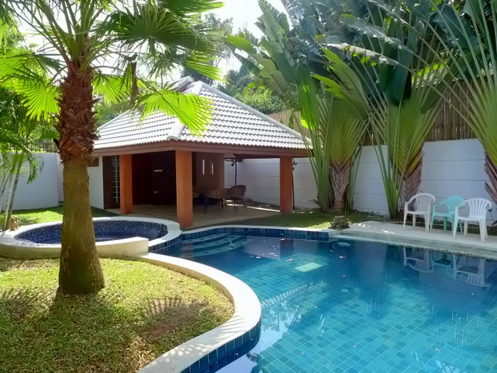 4 plus bedroom pool villa, Na Jomtien Pattaya, 100m from nice beach