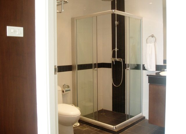 shower_cabin_at_this_top_modern_2_bedroom_condo_center_pattaya_1