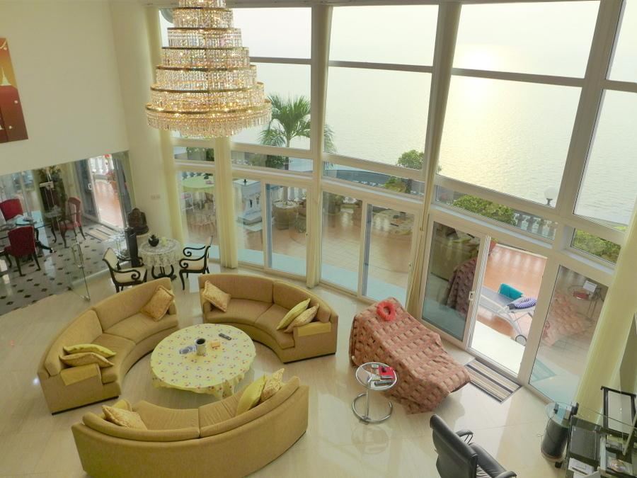 Beachfront Duplex Penthouse Wong-Amart, 6 bedrooms, 685 m2 living