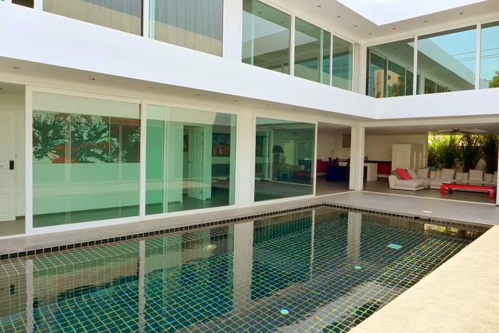 Pratumnak Hill: Lavish 5 plus bedroom pool residence