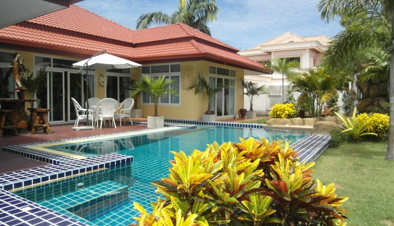 5 bedroom pool villa in Huai Yai with separate guest house