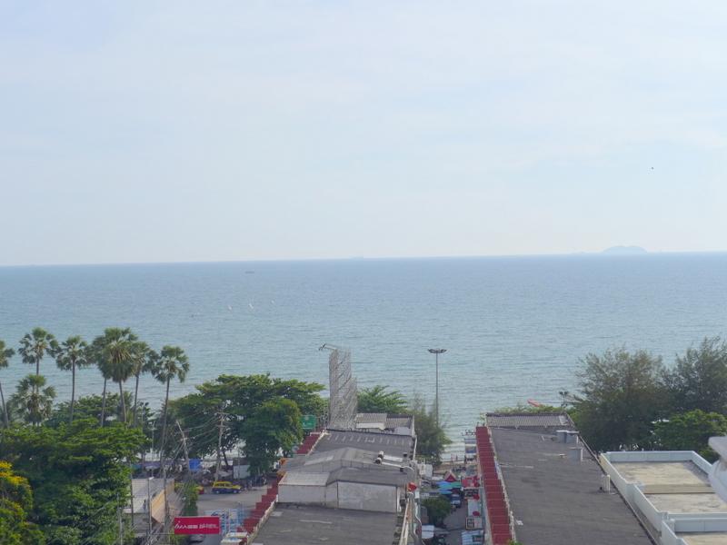 Jomtien Complex: 2 bedroom sea view condo