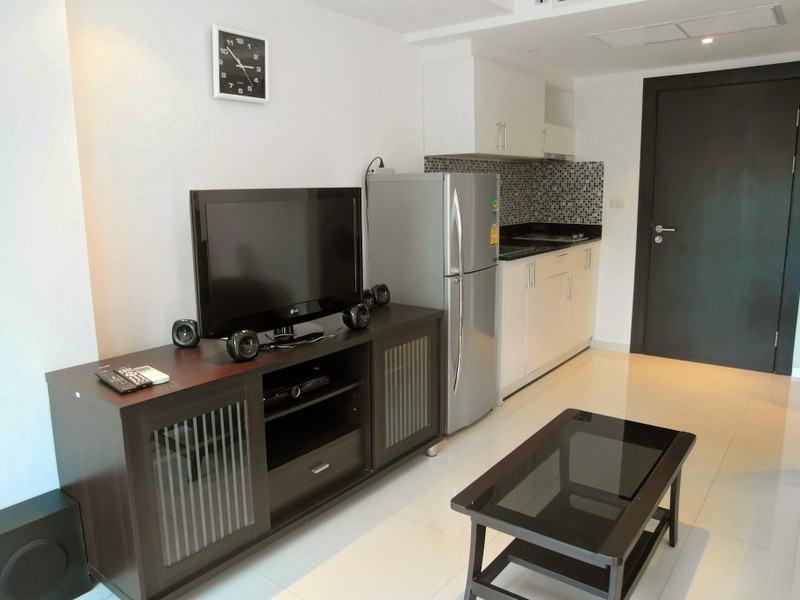 Avenue Residence: modern, roomy studio condo at best inner city location, for sale