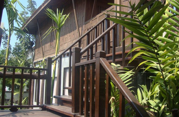 upper_area_of_this_classical_teakwood_house_in_pattaya_centre_1