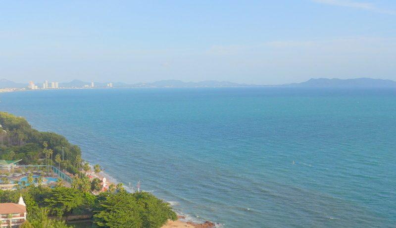 Baan Had U-Thong: 3 plus bedroom beachfront condo Pratumnak