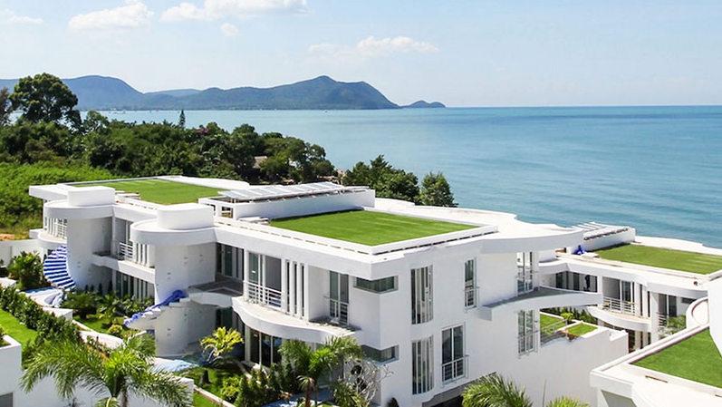 A_glimpse_across_the_beachfront_estate