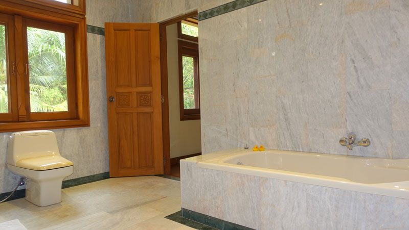 Marble_throughout_-_the_master_bathroom