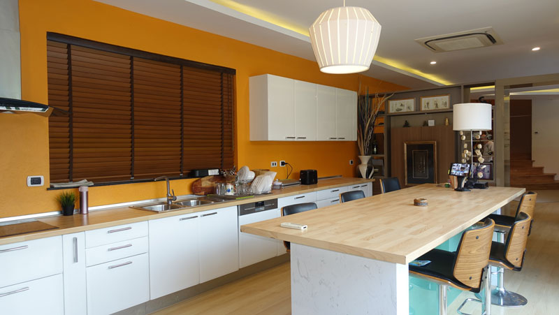 The_kitchen_with_a_club-dining-table