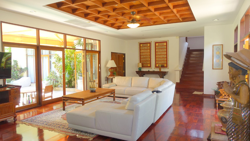 This lavish Thai-Bali style villa stands in the center of Viewtalay Marina