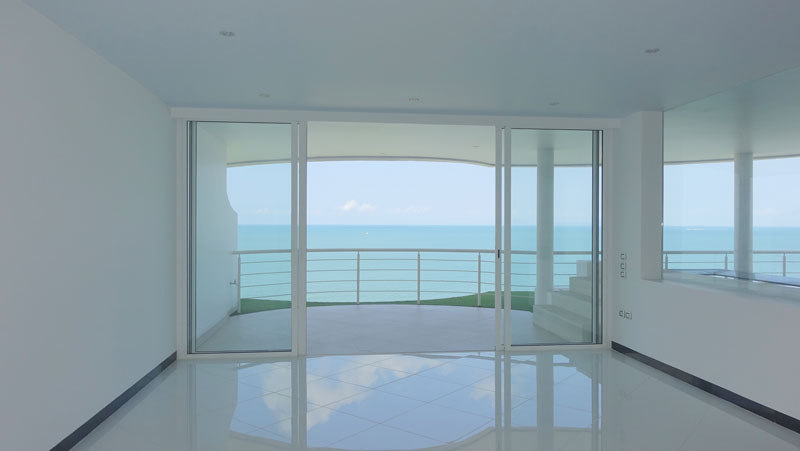 This top-floor penthouse crowns a high-end low-rise condominium project between Na-Jomtien and Bangsarae. Right on the beach with 125 meters of pristine