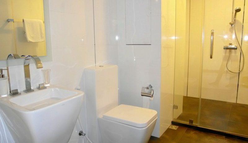 a_bathroom_at_this_244_sqm_beachfront_condo_in_naklua_1