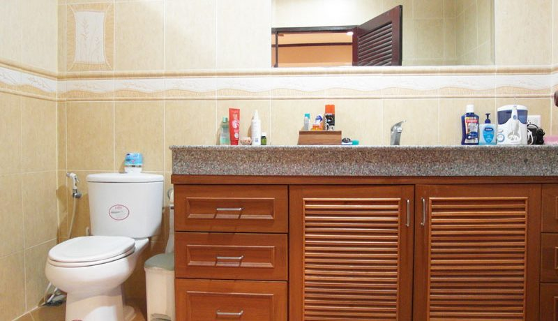 a_bathroom_at_this_pool_house_grand_lotus_village_pattaya_2
