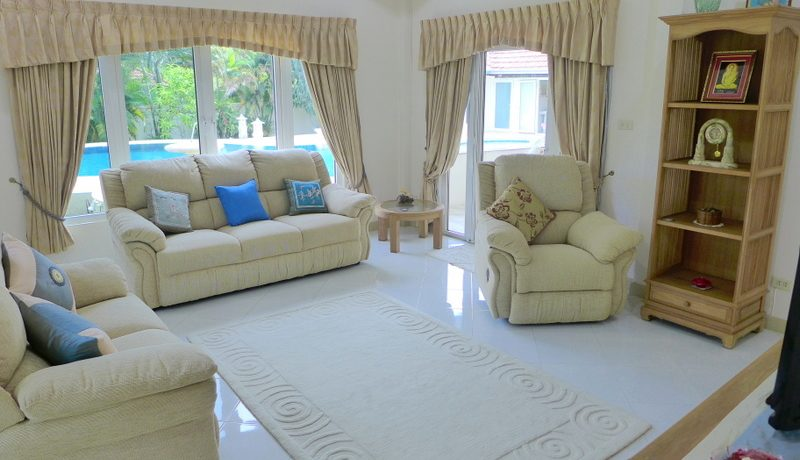 a_comfy_living-_and_sofa_space_1