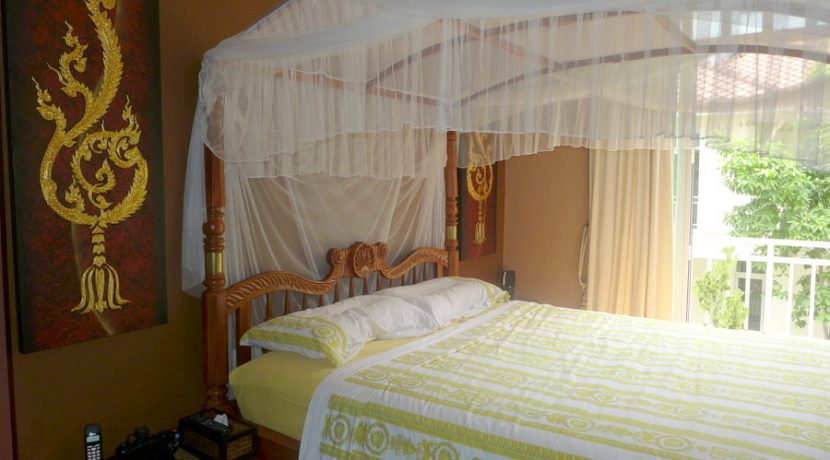 a_glimpse_at_the_master-bedroom_1