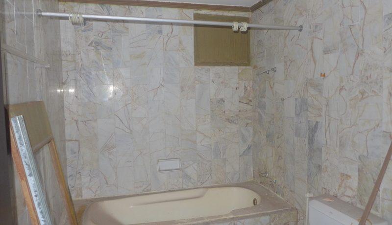 a_guest_rooms_bathroom_1
