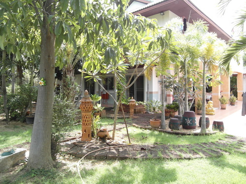 a_little_orchard_at_this_spacious_5_bedroom_family_house__east_pattaya_1