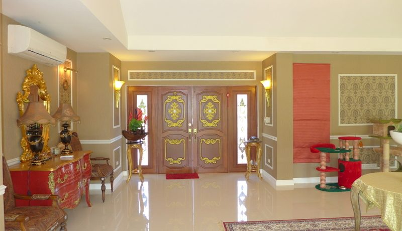 a_look_towards_the_double_wing_entrance_door_1