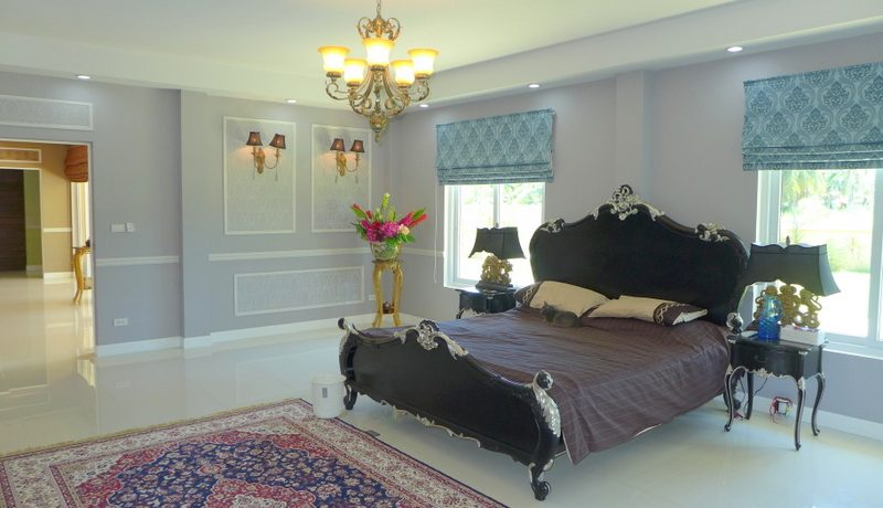 a_majestic_master_bedroom_1