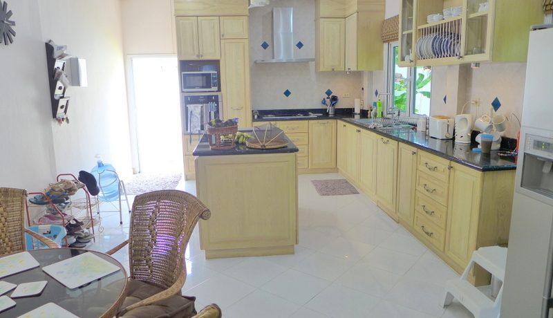 a_modern_western_kitchen_2