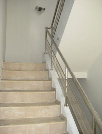 access_to_the_upper_floors_of_this_commercial_building_in_south-pattaya_1
