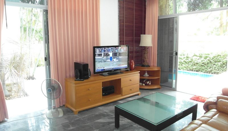 the resort is only 200 meters away from the beach and has quick access to Sukhumvit road. :...